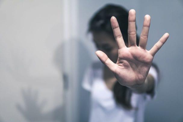 γυναίκα βιάστηκε σε απευθείας σύνδεση dating ο Κόρι Μοντά ραντεβού με την ιστορία