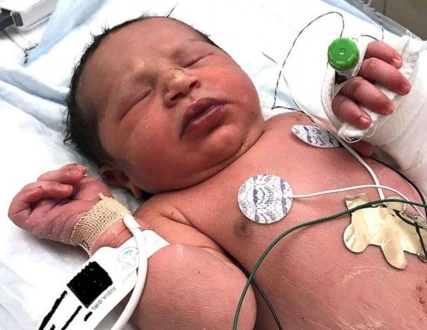 ΗΠΑ: Nεογέννητο μωρό βρέθηκε ζωντανό μέσα σε πλαστική σακούλα