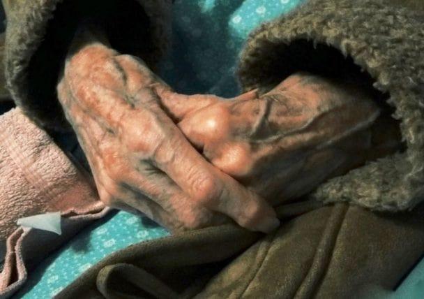 Παγκόσμια Ημέρα Αλτσχάιμερ: Τι έμαθα φροντίζοντας μια 91χρονη με άνοια σε ένα χωριό της Αγγλίας