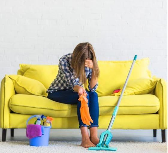 Αγαπητή «Α, μπα»: Δεν θέλω να με βοηθάει με τις δουλειές του σπιτιού, θέλω να κάνει ό,τι κι εγώ