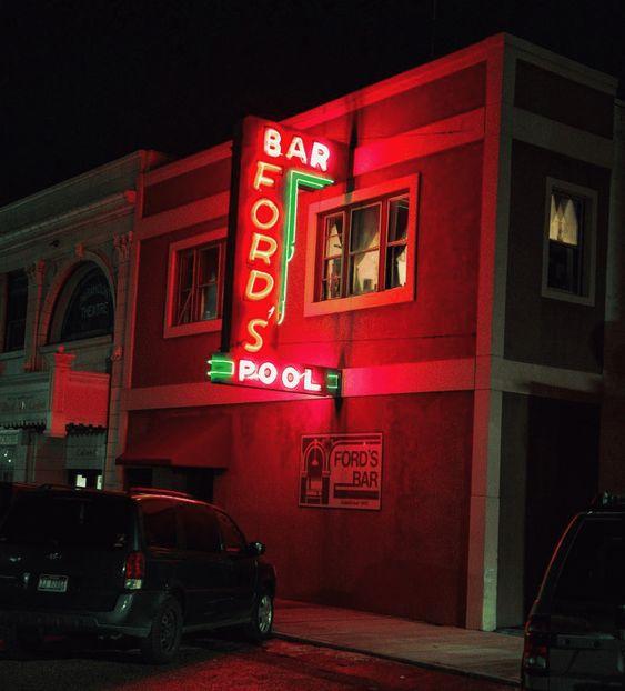 Αγαπητή «Α, μπα»: Δουλεύω σε μπαρ και με φλερτάρουν άντρες κάθε μέρα